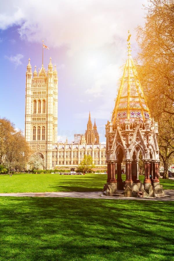 Opactwo Abbey przeglądać od Wiktoria wierza uprawia ogródek, Londyn, UK zdjęcie royalty free