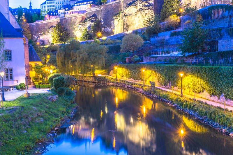 Opactwo Neumunster i bock kazamaty wzdłuż Alzette rzeki obrazy royalty free