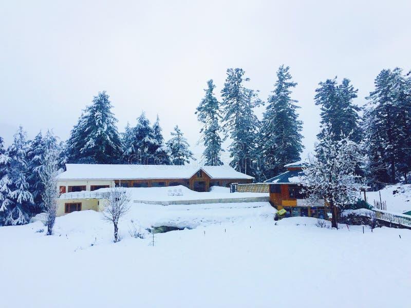 Opad śniegu w górach obraz stock
