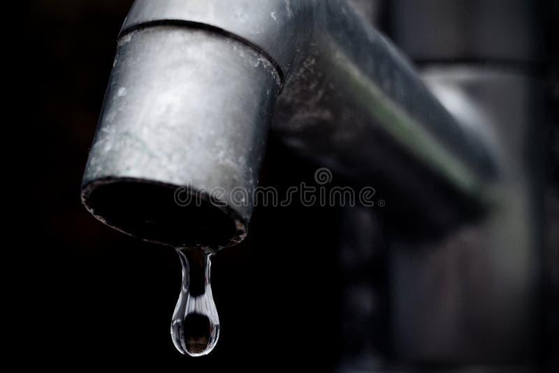opadowej faucet ostrości przeciekająca stara woda obraz royalty free