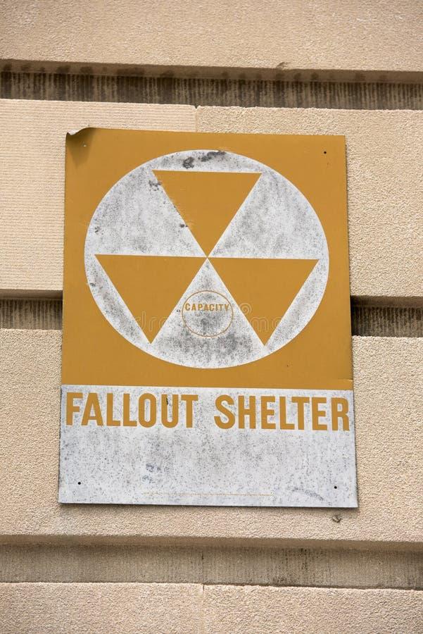 Opadu schronienia znak na budynku fotografia royalty free