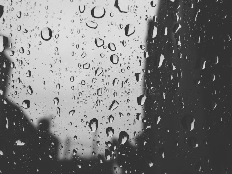 Opady deszczu na szkle obraz stock