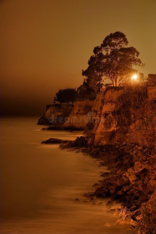 Opalklippen nachts lizenzfreies stockbild