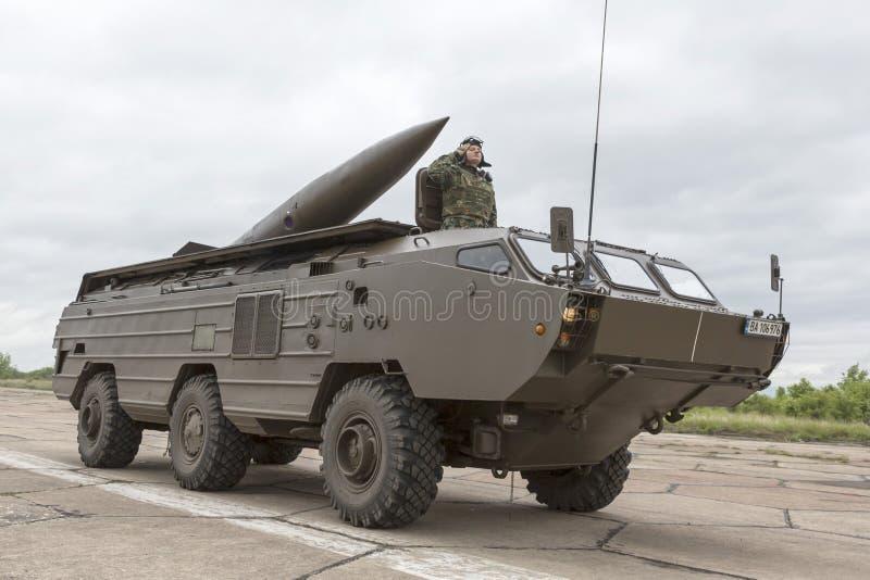 Opancerzony pojazd dla piechoty walki z pociskiem obraz stock