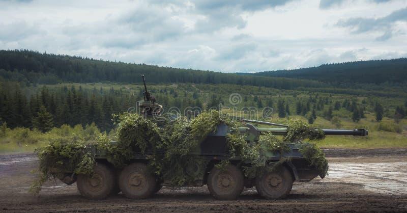 Opancerzony pojazdu wojskowego dojeżdżać do pracy fotografia royalty free