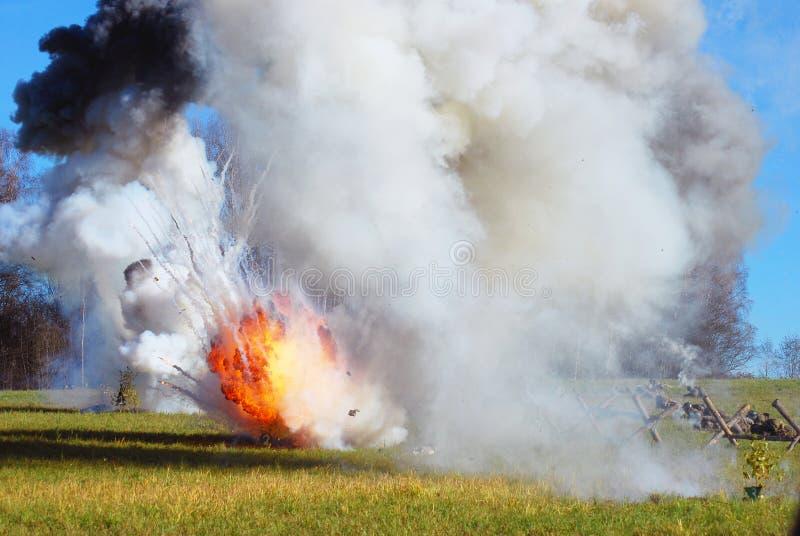Opar i ogień na polu bitwy fotografia stock