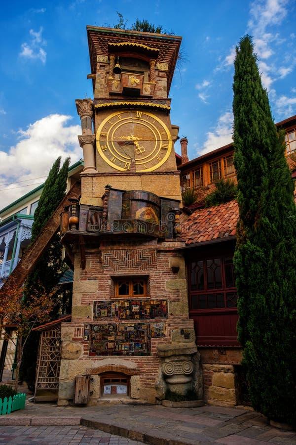 Oparty zegarowy wierza Rezo Gabriadze Kukiełkowy Theatre, Tbilis obraz royalty free