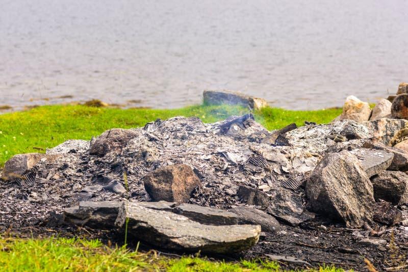 Oparzenie za plenerowej naturalnej pożarniczej jamie zdjęcie royalty free