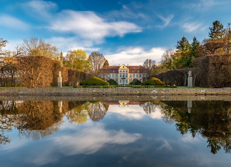 Opata pałac w rokoko projektuje i lokalizował w Oliwa parku gdansk Poland obrazy stock