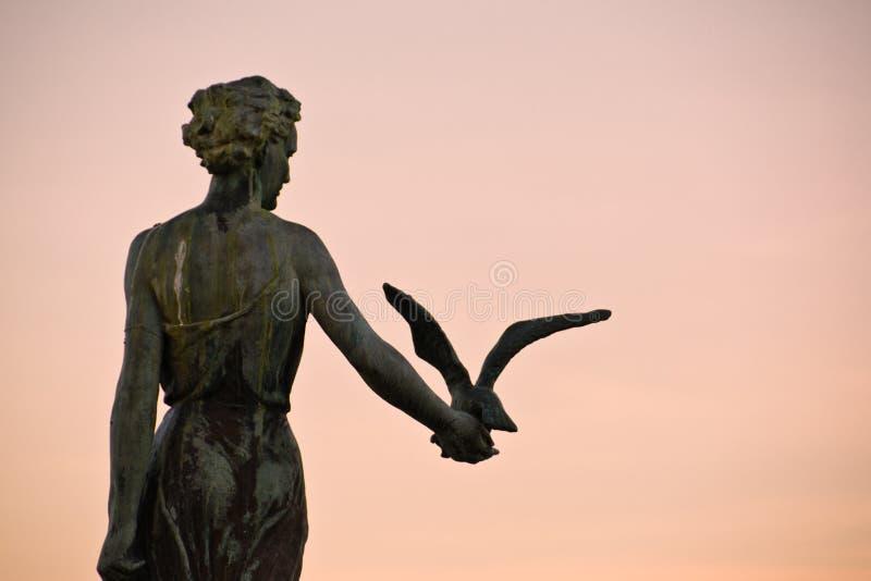 Opatija Κροατία, κορίτσι με Seagull στοκ φωτογραφία με δικαίωμα ελεύθερης χρήσης