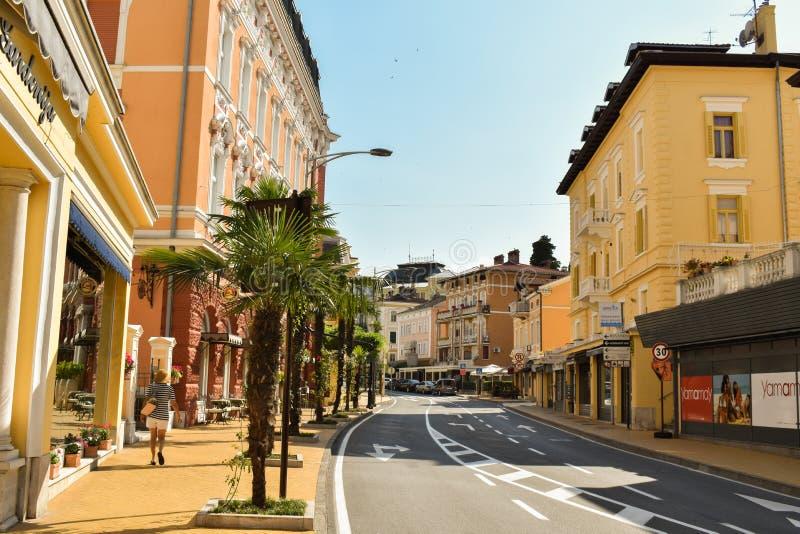 Opatija, Croacia - 20 de junio de 2019: Calle hermosa en Opatija, Croacia foto de archivo