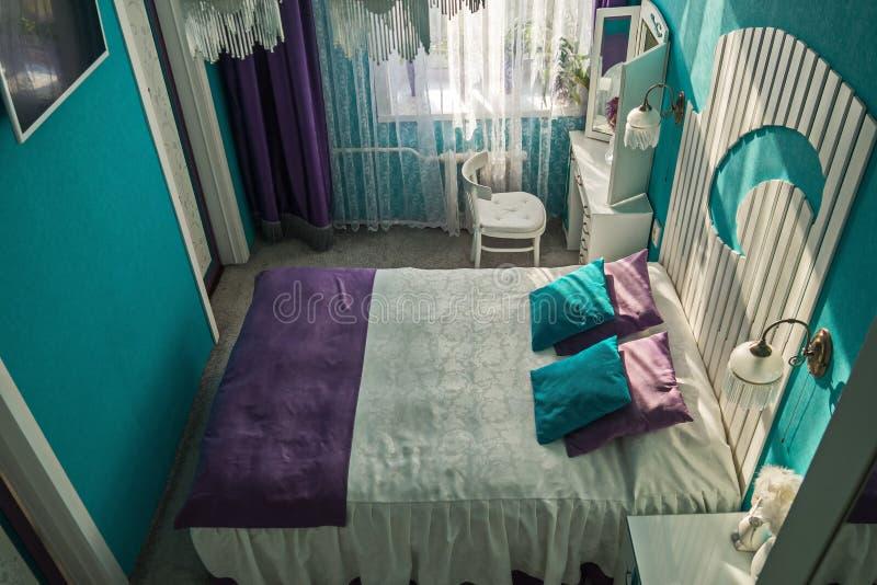 Opatrunkowy stół i łóżko z oryginalnym headboard obrazy royalty free