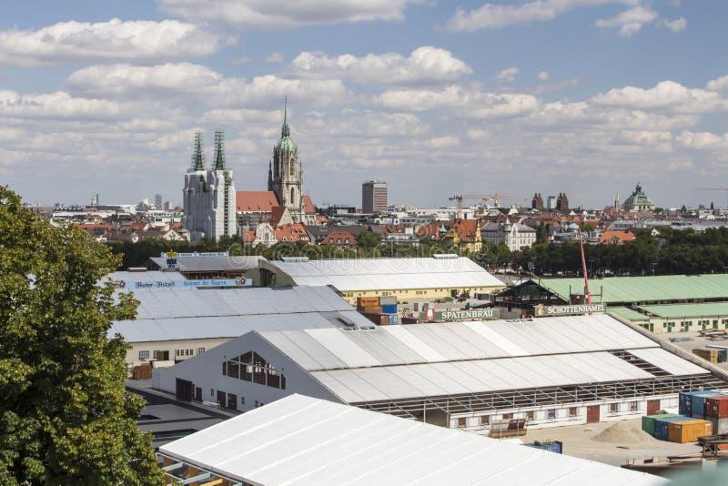 Opbouw van de Oktoberfest-tenten in Theresienwiese in München, 20 stock foto