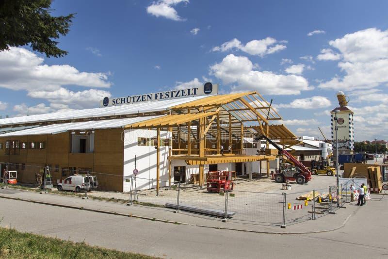 Opbouw van de Oktoberfest-tenten in Theresienwiese in München, 20 royalty-vrije stock afbeelding