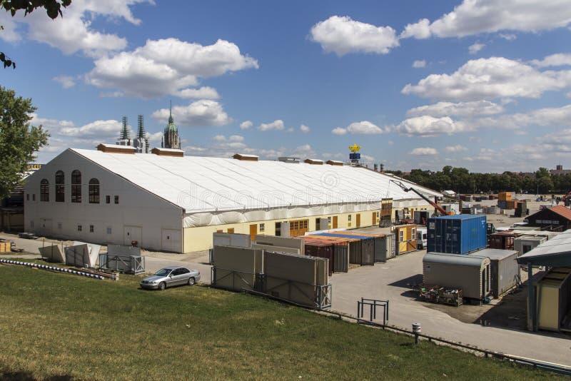 Opbouw van de Oktoberfest-tenten in Theresienwiese in München, 20 stock fotografie