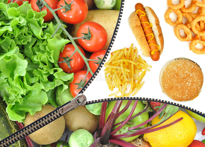 Opción sana o malsana de la comida imagenes de archivo