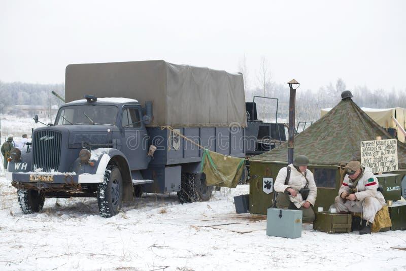Opel Blitz est un camion allemand dans un camp militaire Fragment du ` militaire-historique de tonnerre de janvier de ` de recons image stock