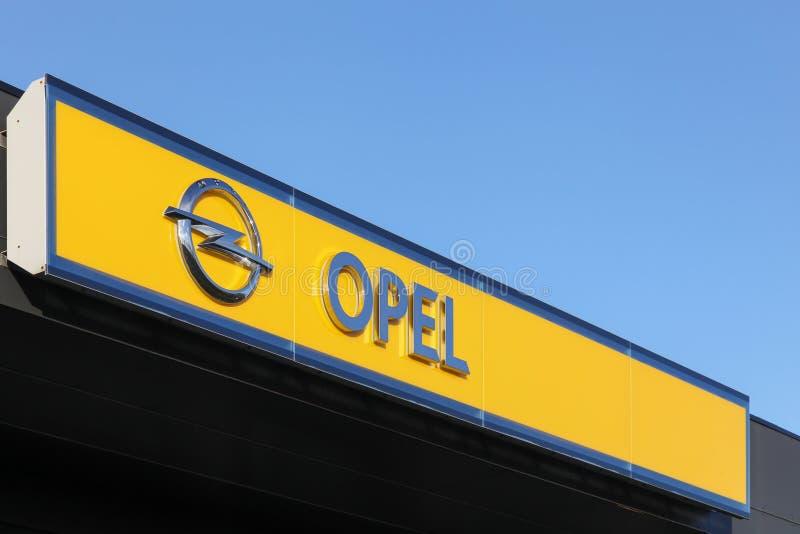 Opel-embleem op een muur royalty-vrije stock foto's