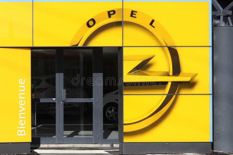 Opel-het autohandel drijven stock foto