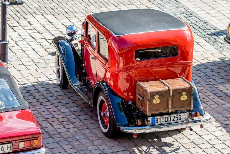 Opel - klassisk sportig cabriolet av 30-tal royaltyfri bild