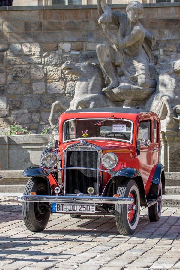 Opel - klassisk sportig cabriolet av 30-tal arkivfoto