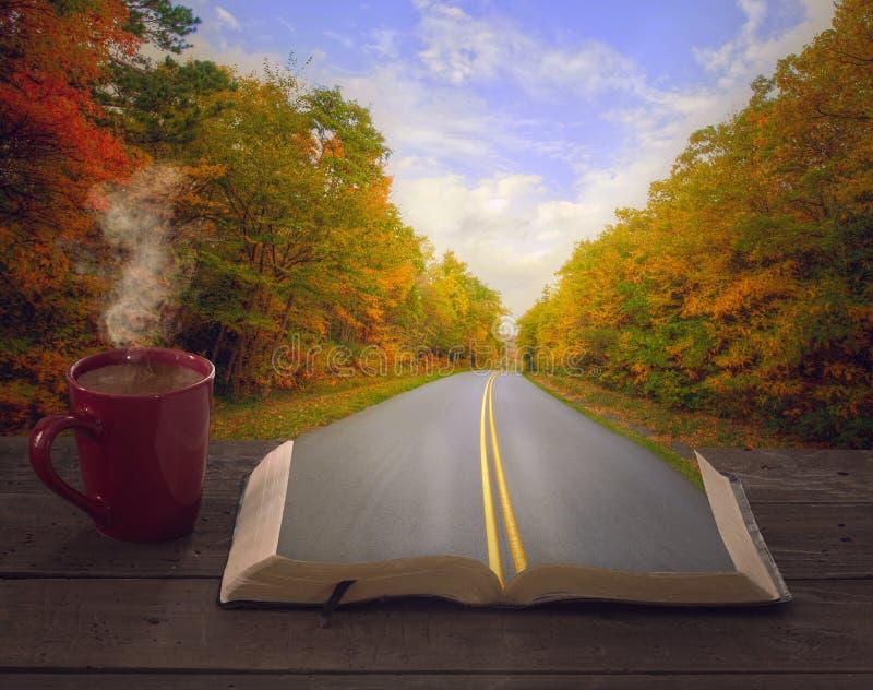 Open Bijbel en weg royalty-vrije stock afbeelding