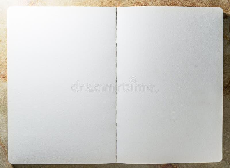 Open blanco pagina van het malplaatje van het schetsboek stock afbeelding