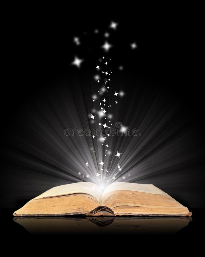 Open boek magisch op zwarte stock illustratie