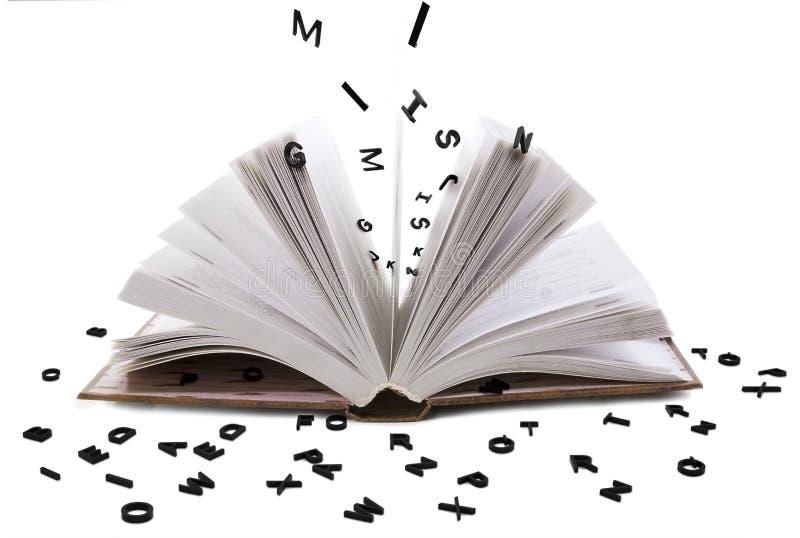 Open boek whith zwarte brieven stock afbeelding