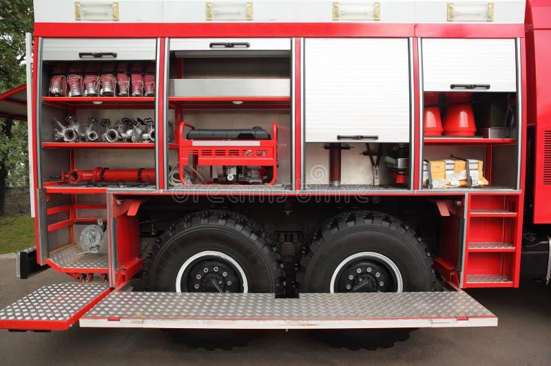 Open brandmotor die met brandhanen wordt uitgerust stock foto's