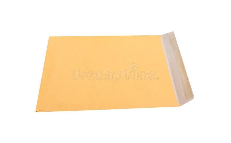Open bruine die envelop op witte achtergrond met het knippen van weg in horizontaal wordt geïsoleerd stock afbeelding
