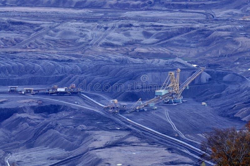 Open bruinkool - gegoten mijnbouw stock foto