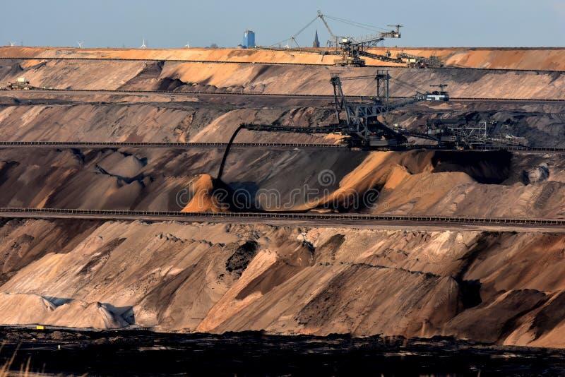 Open bruinkool - gegoten mijnbouw royalty-vrije stock foto's