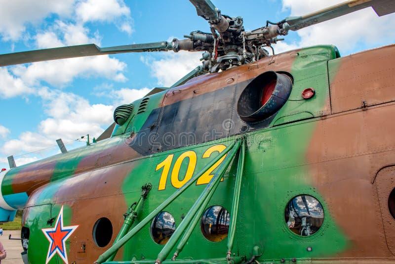 Open Dag bij de luchtmachtbasis in Ermolino Russische helikopter Mil mi-8 royalty-vrije stock fotografie