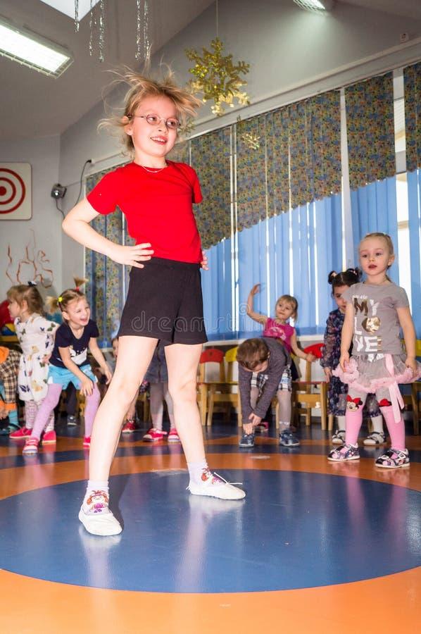 Open dag in de kleuterschool van Kaluga-gebied van Rusland stock fotografie