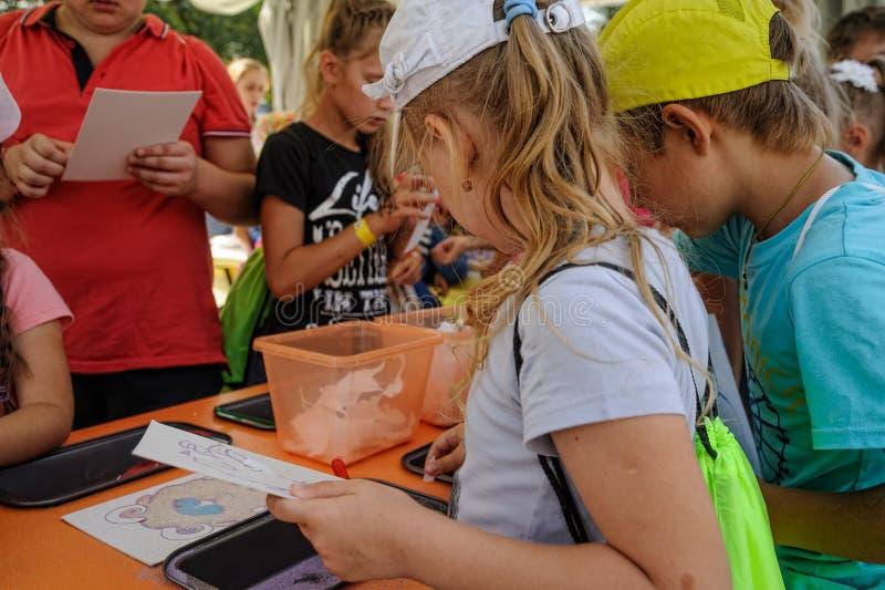 Open Dag van Sberbank voor kinderen kunstenaars Tyumen royalty-vrije stock fotografie