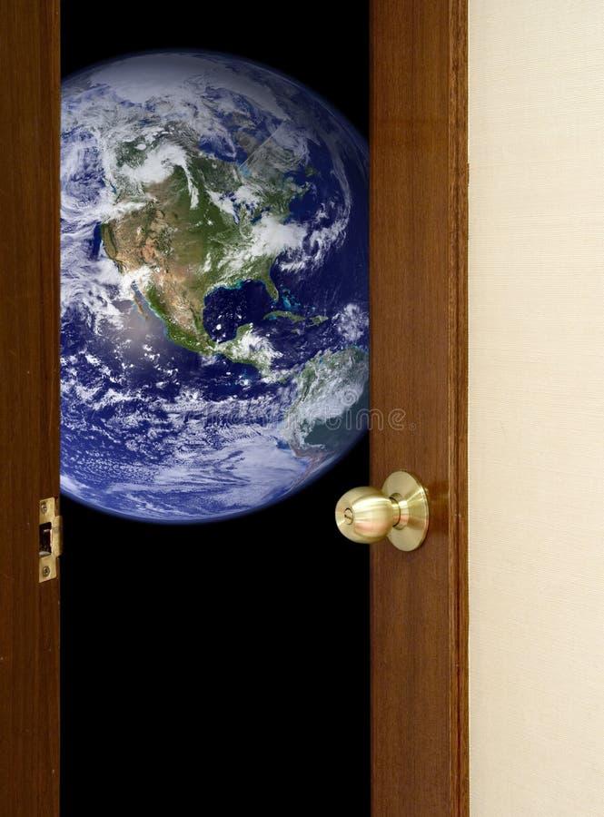 Open deur aan de wereld stock fotografie