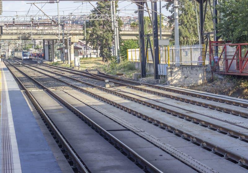 Open die perspectief van lege spoorlijn in Turkije wordt geschoten stock afbeeldingen