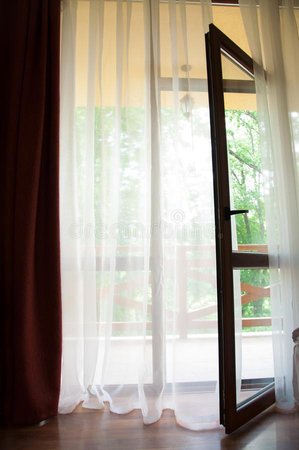 Open glasdeur aan het terras Groot Venster royalty-vrije stock foto