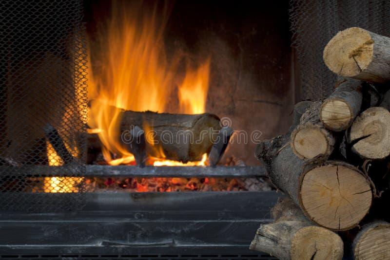 Open haard en brandhout royalty-vrije stock afbeeldingen