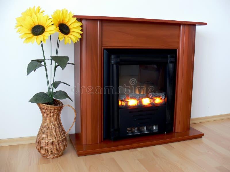 Open haard en zonnebloemen stock afbeelding