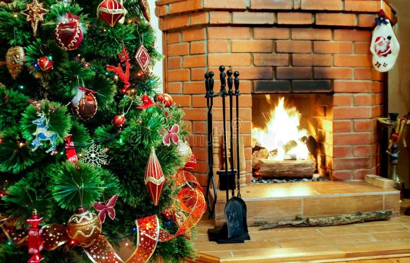 Open haard op Kerstavond stock afbeeldingen