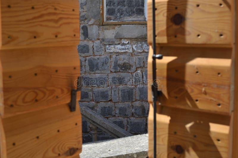 Open houten jaloezie royalty-vrije stock foto's