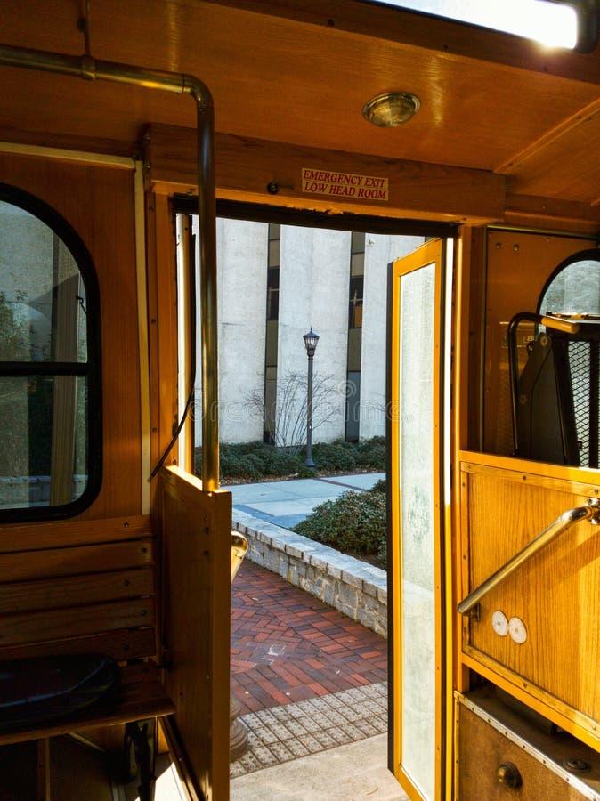 Open ingang aan de Georgia Tech Trolley-bus royalty-vrije stock fotografie
