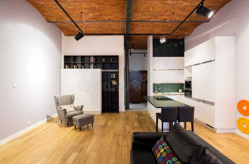Open keuken en woonkamer royalty-vrije stock fotografie