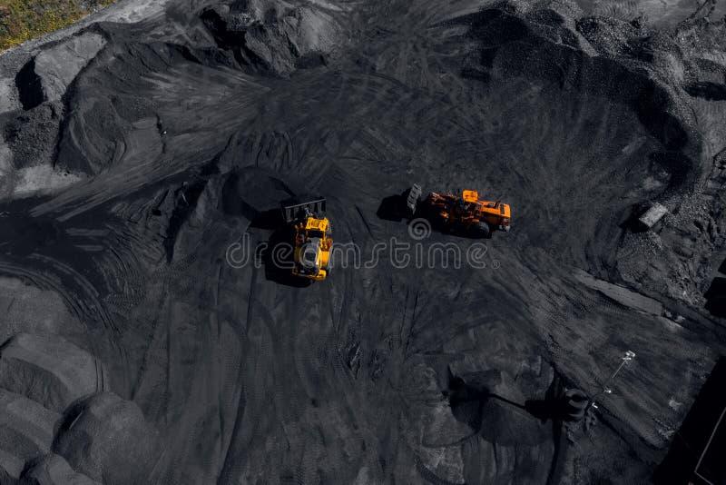 Open kuilmijn, mijnbouw voor steenkool stock afbeeldingen