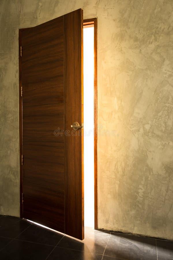 Open lichte deur stock afbeelding