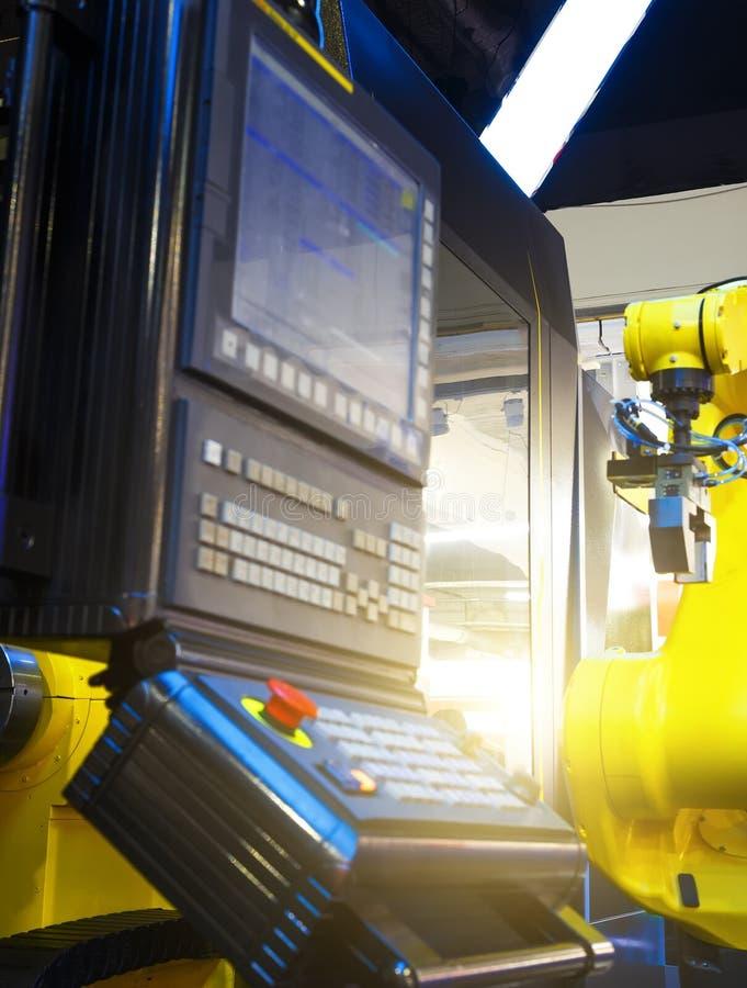 Open moderne CNC paneelmachine met breuk op open deel als achtergrond van de het werk ruimte van de machine royalty-vrije stock afbeeldingen