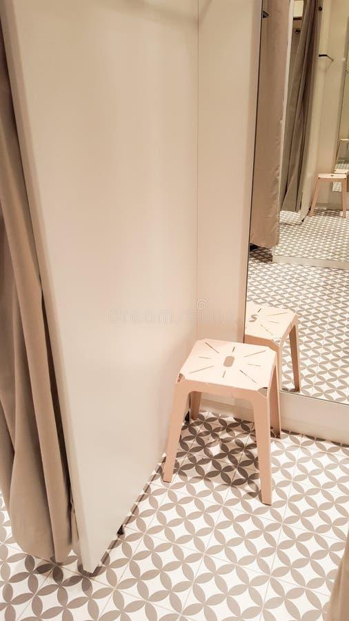 Open montage kleedkamer bij warenhuis royalty-vrije stock afbeeldingen