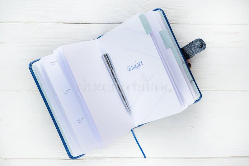 Open notitieboekje met woordbegroting en copyspace voor uw tekst Conc stock afbeelding